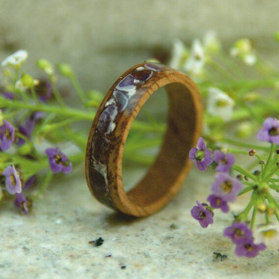 кольцо деревянное с аметистом