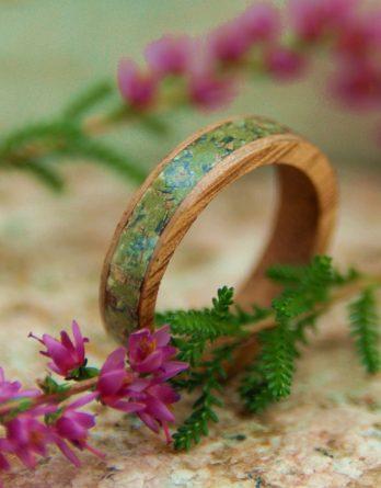 деревянное кольцо с инкрустацией