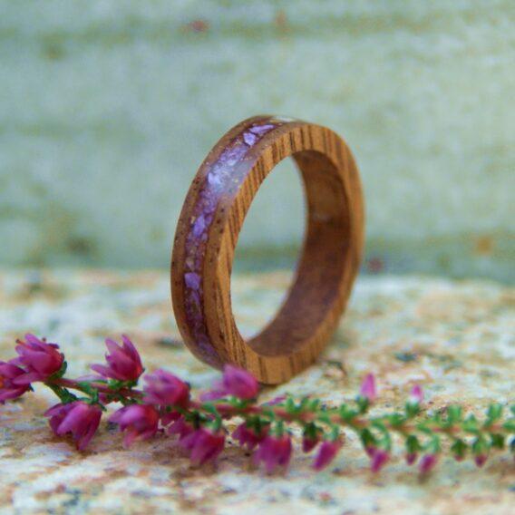деревянное кольцо с камнем