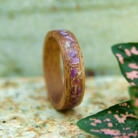 деревянное кольцо и стихтит