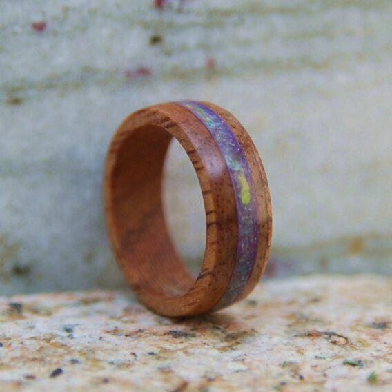 кольцо голубой кварц дерево