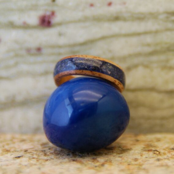кольцо из дерева и синего ававнтюрина