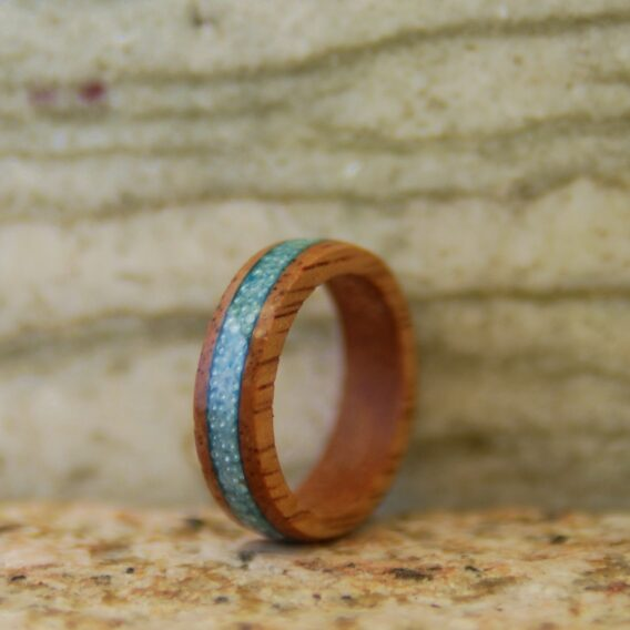 кольцо из дерева c микробисером