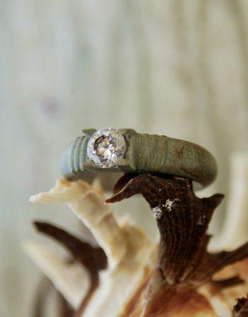 дерев и искусственый алмаз