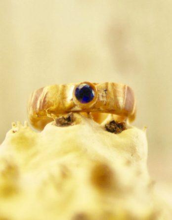 кольцо из березы с сапфиром