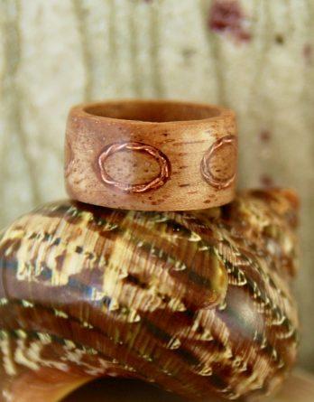 кольцо м инкрустацией бронзы