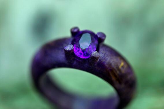 Кольцо из дерева с камнем аметист wooden ring natural amethyst gemstone