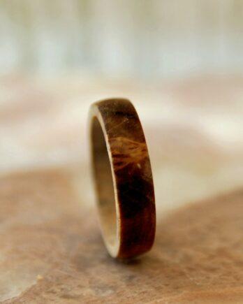 кольцо из дерева ореха