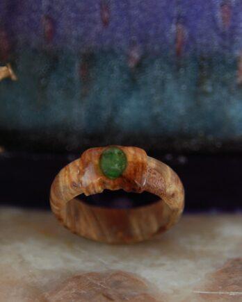 кольцо из стабилизированной древесины. деревянное кольцо с хромдиопсидом wooden ring chrome-diopside princess