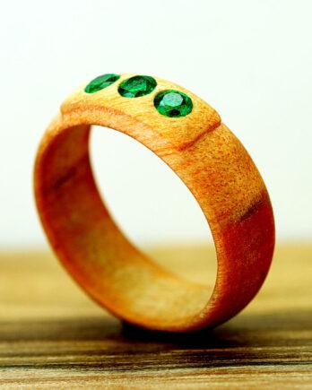 Кольцо из дерева с вставкой кристалла wooden ring with zirconia