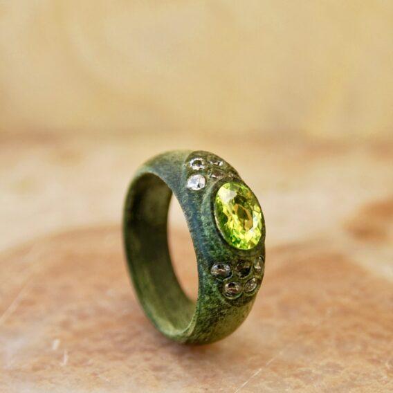 кольцо из стабилизированного дерева, деревянное кольцо из сувели, green wooden ring, wooden ring with green crystal cubic zirconia, green crystal