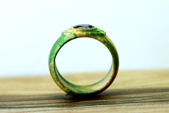 Кольцо из дерева с кубическим цирконием wooden ring with cubic zirconia gemstone