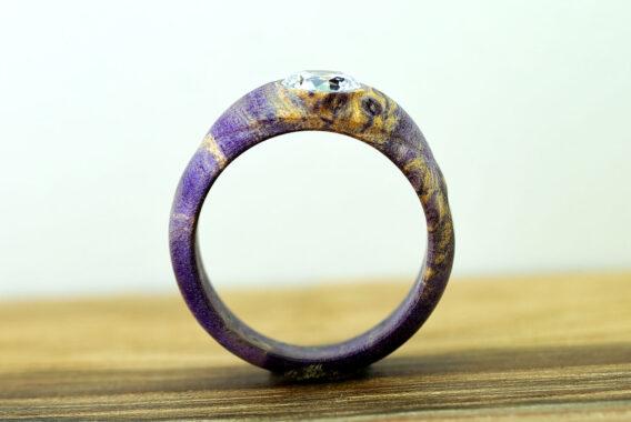 кольцо из стабилизированного дерева, деревянное кольцо из капа, purple wooden ring, wooden ring with crystal cubic zirconia, purplel burl