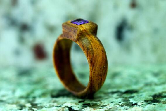 Деревянное кольцо с вставкой циркония (цвет аметист) Wooden ring cubic zirconia Amethyst cushion