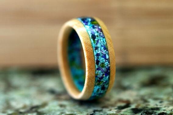 Кольцо из дерева ясень с камнем бирюза, лазурит, чароит, змеевик wooden ring with natural stone turquoise serpentine caroit lazurite