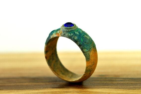 Деревянное кольцо с камнем шпинель wooden ring with stone spinel Деревянное кольцо купить
