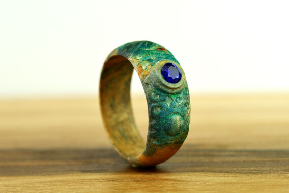 Деревянное кольцо с камнем шпинель wooden ring with stone spinel